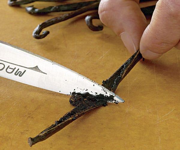 051112087 01 How To Scrape Vanilla Bean Xlg Main 4922288
